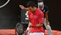 İtalyan Açık 2020: Novak Cokoviç yener Diego Schwartzman kucaklamak için…